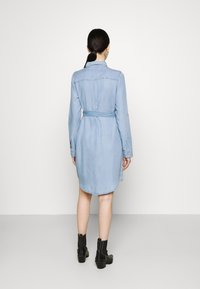 Vero Moda - VMVIVIANAMIA REGULAR DRESS - Denim dress - light blue - 2