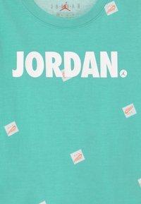 Jordan - JUMPMAN SET - Print T-shirt - tropical twist - 3