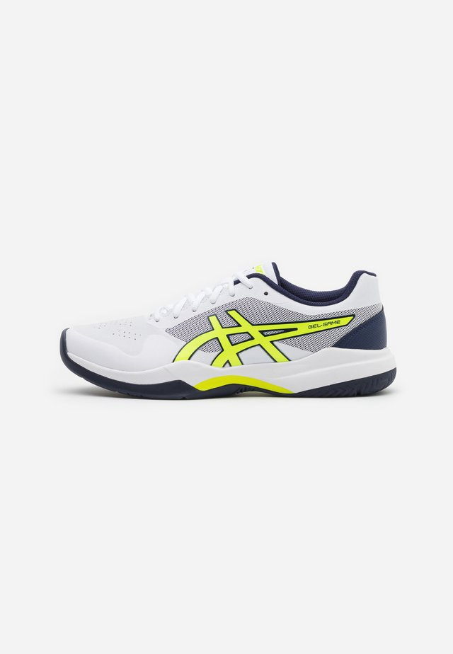 GEL-GAME 7 - Scarpe da tennis per tutte le superfici - white/safety yellow