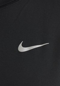 Nike Performance - W NK ELEMENT  - T-shirt de sport - black/silver - 2