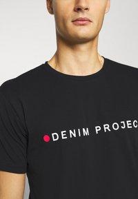 Denim Project - LOGO TEE - T-shirt con stampa - black - 5