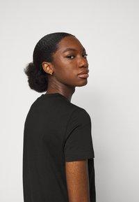Versace Jeans Couture - Vestito di maglina - black-gold - 3