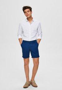 Selected Homme - SLHSTRAIGHT PARIS - Shorts - estate blue - 1