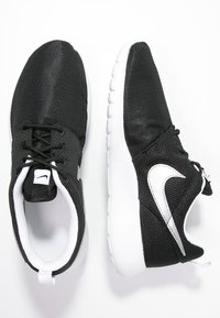 Nike Sportswear - ROSHE ONE  - Baskets basses - black/metallic silver/white - 1