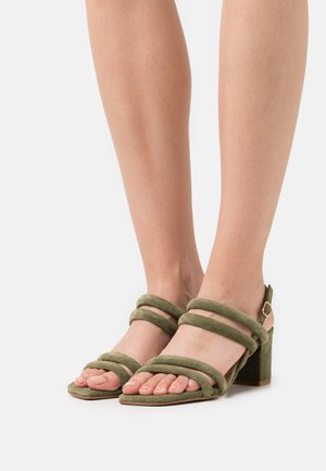 Sandals - pale green