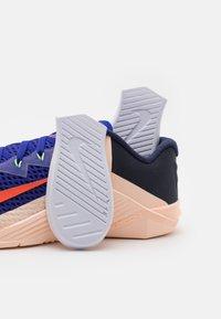 Nike Performance - METCON 6 - Gym- & träningskor - concord/team orange/crimson tint/lime glow/blackened blue/crimson bliss - 5