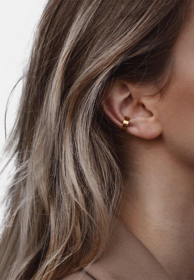 No More - FLAT EAR CUFF - Earrings - gold