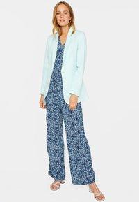 WE Fashion - MIT STRUKTURMUSTER - Short coat - light blue - 1