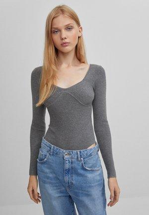 MIT DETAIL AUF DER BRUST  - T-shirt à manches longues - grey