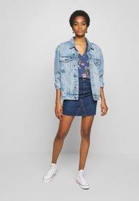 ONLY - ONLFAN SKIRT RAW EDGE - Denim skirt - medium blue denim - 1
