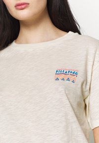 Billabong - THEY ARE COMING - Print T-shirt - salt crystal - 5