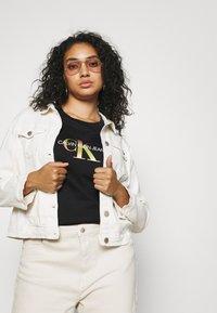 Calvin Klein Jeans Plus - PLUS SATIN BONDED MONOGRAM TEE - Print T-shirt - gradient black - 3