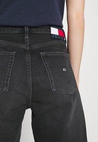 Tommy Jeans - HARPER BERMUDA - Džínové kraťasy - black denim - 6