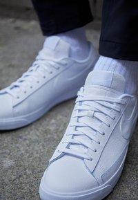 Nike Sportswear - BLAZER UNISEX - Trainers - white - 2