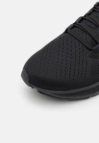 Nike Performance - AIR ZOOM PEGASUS 38 - Neutrala löparskor - black/anthracite/volt - 5