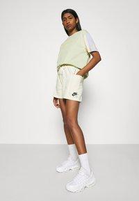 Nike Sportswear - AIR - Short - coconut milk - 3