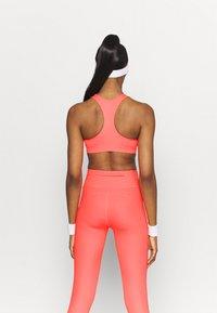 Nike Performance - BRA - Sujetadores deportivos con sujeción media - bright mango/white - 2