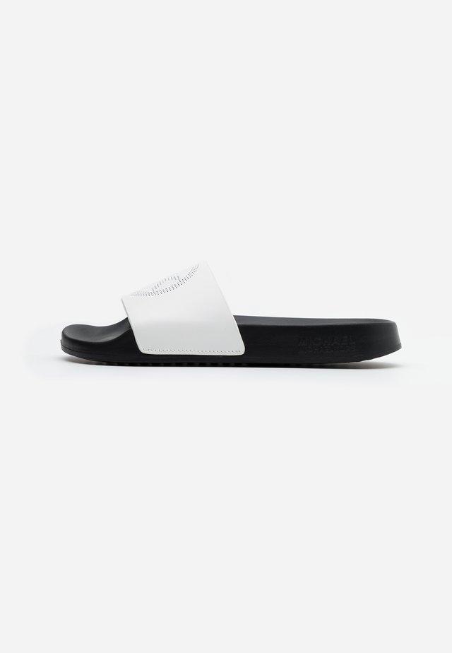 GILMORE SLIDE - Sandalias planas - optic white
