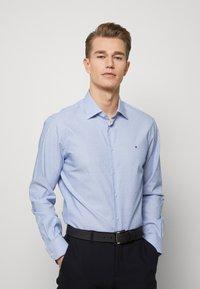 Tommy Hilfiger Tailored - DOBBY DESIGN CLASSIC - Kauluspaita - blue - 0