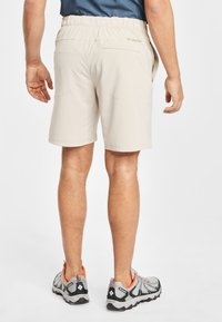 Columbia - COLUMBIA WOVEN SHORT MEN'S COLUMBIA LODGE WOVEN SHORT - Shorts - fossil - 2