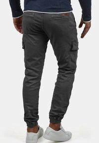 INDICODE JEANS - CARGOHOSE BROMFIELD - Cargo trousers - dark grey - 1
