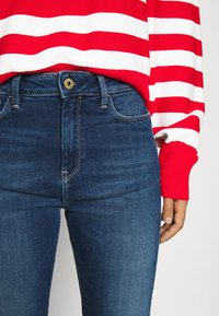 Scotch & Soda - LOOSE FITTED PULLOVER IN SPECIAL BRETON - Svetr - off white/red - 3