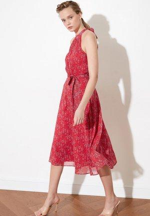 TRENDYOL TWOSS20EL2536 - Sukienka letnia - pink