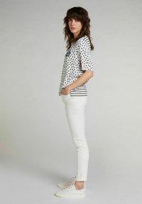 Oui - Print T-shirt - offwhite black - 1