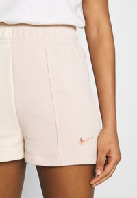 Nike Sportswear - TREND - Shorts - pearl white/particle beige - 5
