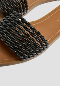 PULL&BEAR - Sandály do bazénu - black - 4