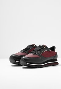 Tommy Hilfiger - TOMMY RETRO BRANDED  - Sneakers - bordeaux - 4