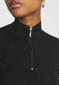 Trendyol - T-shirt con stampa - black - 5