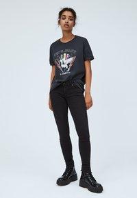 Pepe Jeans - FELISA - Print T-shirt - deep grey - 1