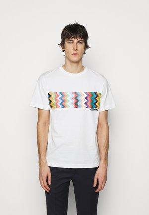 MANICA CORTA - T-shirt con stampa - offwhite/multicoloured