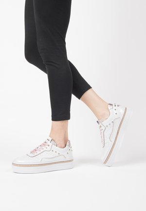 Trainers - nuvola