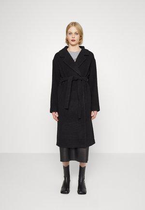 JAYDEN BELT COAT - Klasický kabát - black