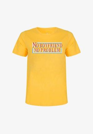 TSHIRTS NO BOYFRIEND NO PROBLEM - T-shirt print - yellow