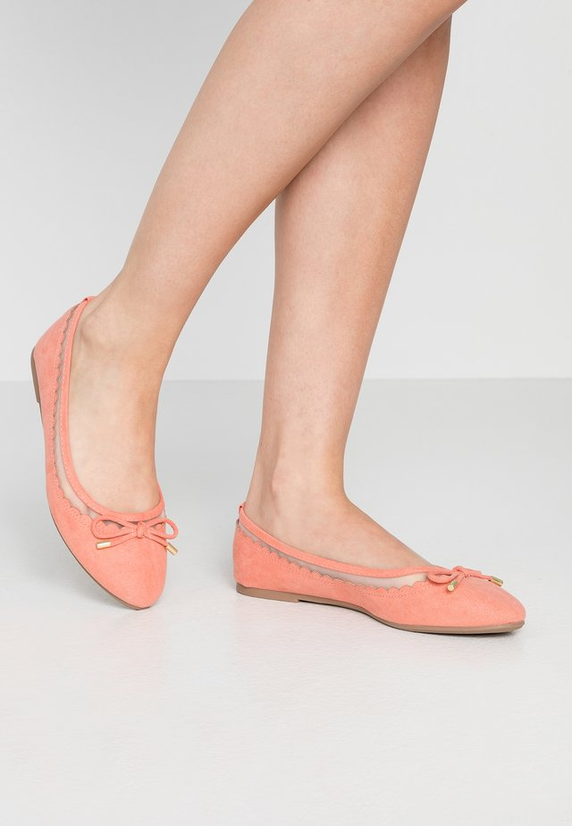 PIPPA SCALLOP ROUND TOE  - Ballerines - coral