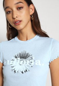 Weekday - SENA  - Print T-shirt - light blue - 5