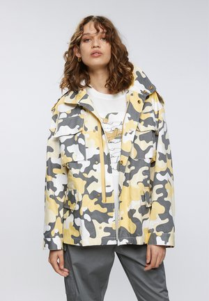 Outdoorjas - camouflage aop