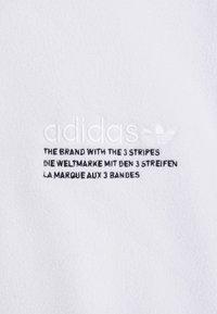 adidas Originals - TRICOL UNISEX - Felpa in pile - white - 6