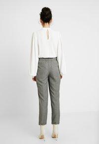 Dorothy Perkins Tall - SAVANNAH PEG LEG TROUSER - Pantalones - grey - 3