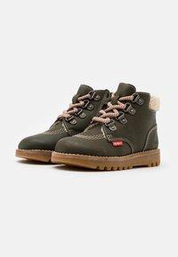 Kickers - NEWHOOKY - Šněrovací kotníkové boty - kaki/beige - 1