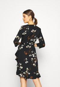 Vero Moda - VMHENNA WRAP DRESS - Kjole - black - 2