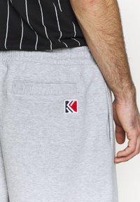 Karl Kani - SIGNATURE RETRO - Tracksuit bottoms - grey/black - 5