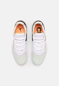 Jordan - AIR JORDAN 11 CMFT - Sneakers basse - barely green/white/black/atomic orange - 3