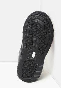 The North Face - M NUPTSE BOOTIE 700 - Winter boots - tnf black/tnf white - 4