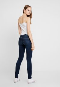 Tommy Jeans - LOW RISE - Jeans Skinny Fit - hawaii dark blue stretch - 2