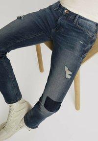 TOM TAILOR DENIM - PIERS - Slim fit jeans - destroyed mid stone blue denim - 4