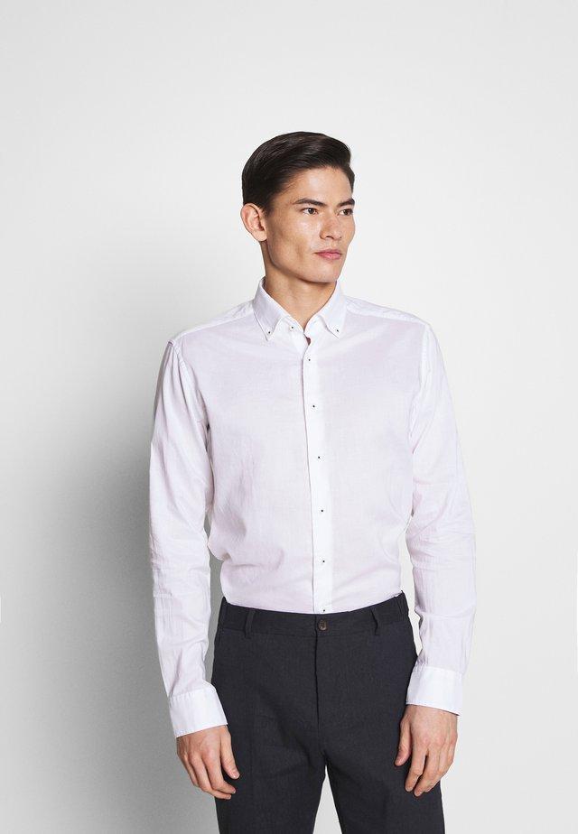 SLIM FIT CLASSIC  - Camisa elegante - white